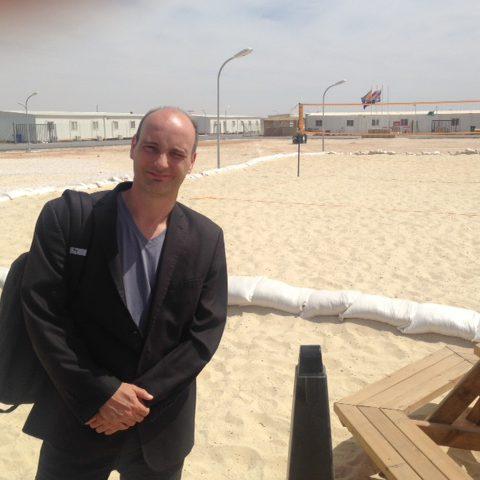 Jasper van Dijk op de vliegbasis in Jordanie