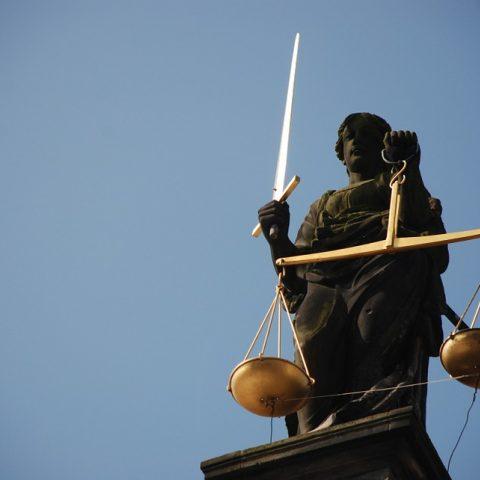 Foto: Ajel, CC, bron: https://pixabay.com/en/lady-justice-case-law-right-scale-677945/
