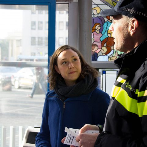 Nine Kooiman samen met  Politie