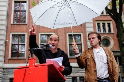 Jasper van Dijk op de demonstratie tegen TTIP op het Beursplein in Amsterdam