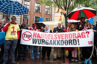 Demonstratie tegen handelsakkoord TTIP in Amsterdam