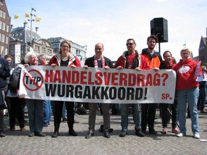 TTIP-demonstratie, Dam Amsterdam, 23 mei 2015. Foto: Elton Wollenberg.