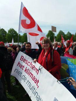 Anne-Marie Mineur en Mahir Alkaya op de FNV demonstratie, 1 mei 2018 (Foto: SP)
