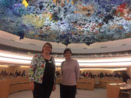 Anne-Marie Mineur en Lola Sanchez Caldentey (Podemos) in de plenaire zaal van de VN Mensenrechtenraad