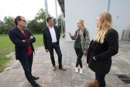 Roemer en Ivens in gesprek met bewoners Riekerhaven